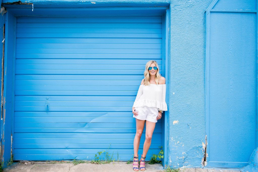 all white outfit-white shorts-summer style