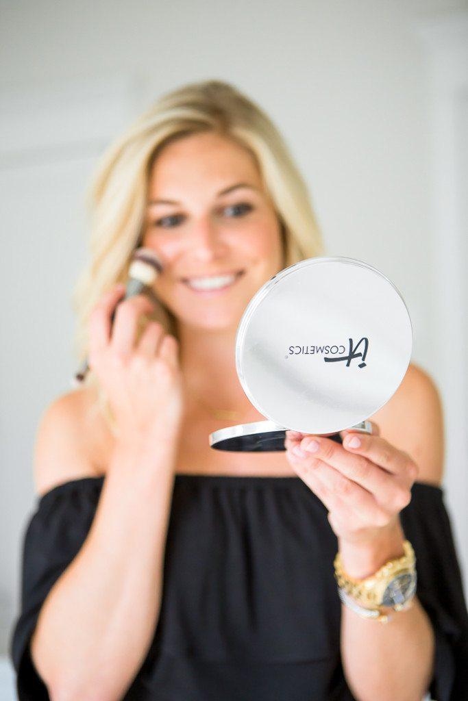 it cosmetics illuminating disc-makeup application tips