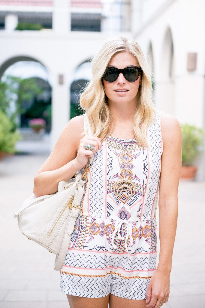 sleeveless printed romper-sheinside-oversized tortoise sunglasses-white bucket bag