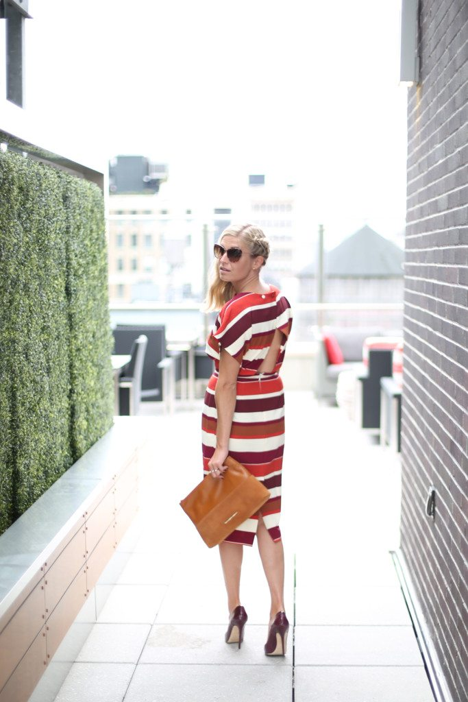 red stripe dress-elaine turner clutch-kate spade cat eye sunglasses-fall dress trends-dallas fashion blogger