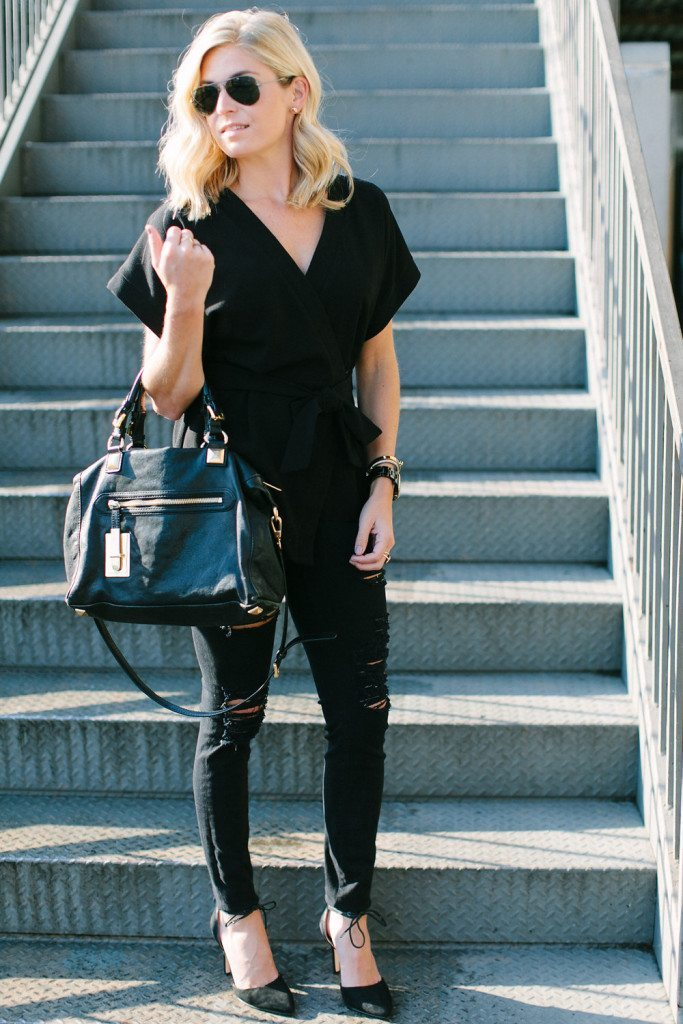 basic black outfit-all black outfit-black distressed jeans and top-dallas fashion blogger