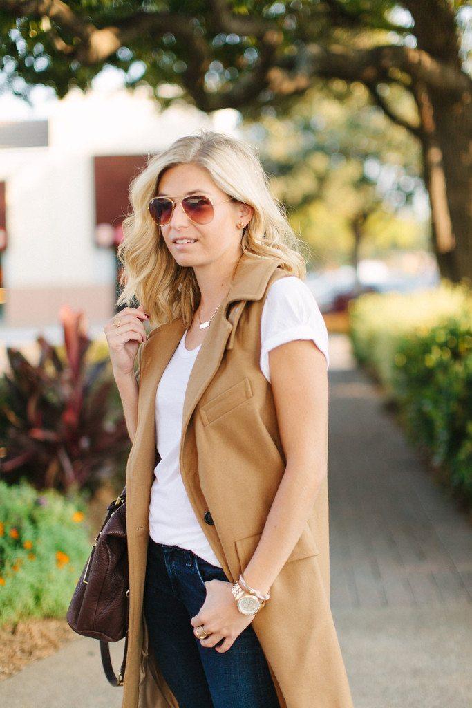 sleeveless coat with collar-basic white t shirt-fall style