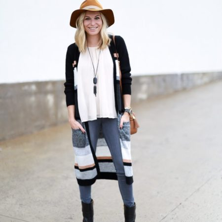 long stripe cardigan outfit-off white pleated silk cardigan-grey skinny jeans-black leather ankle booties-tan floppy hat-black long tassel necklace-dallas fashion bloggers