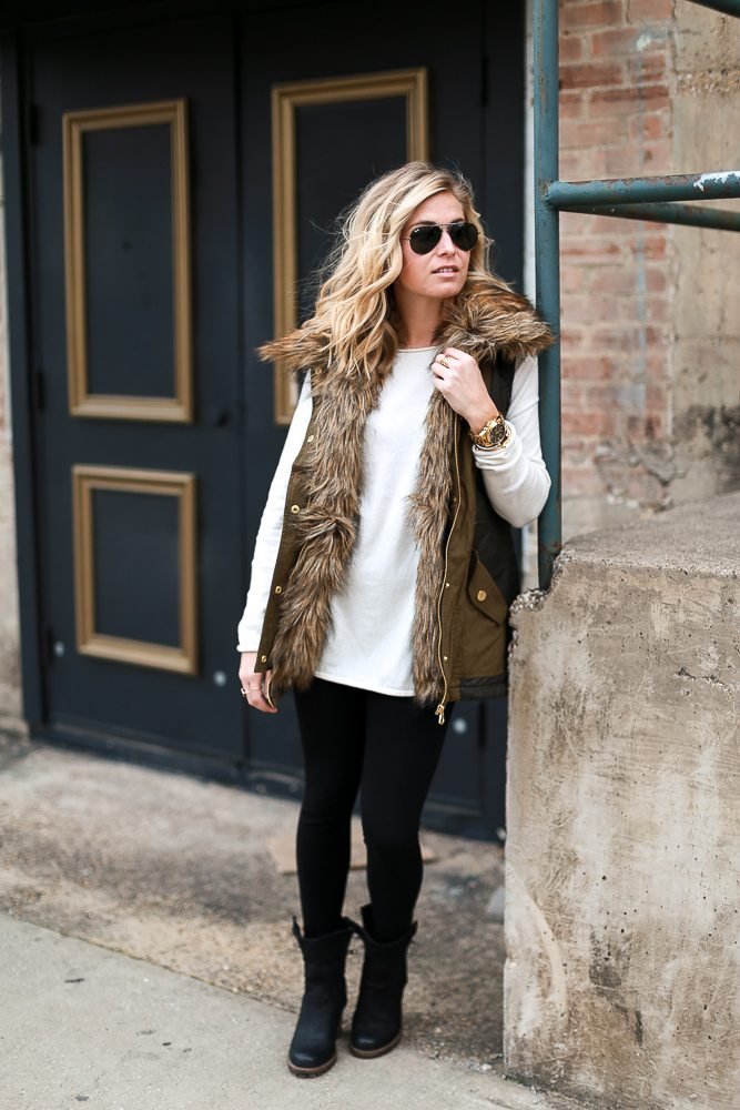 army green vest with faux fur collar-river island parka vest-basic white sweater-black leggings-black booties-dallas fashion bloggers