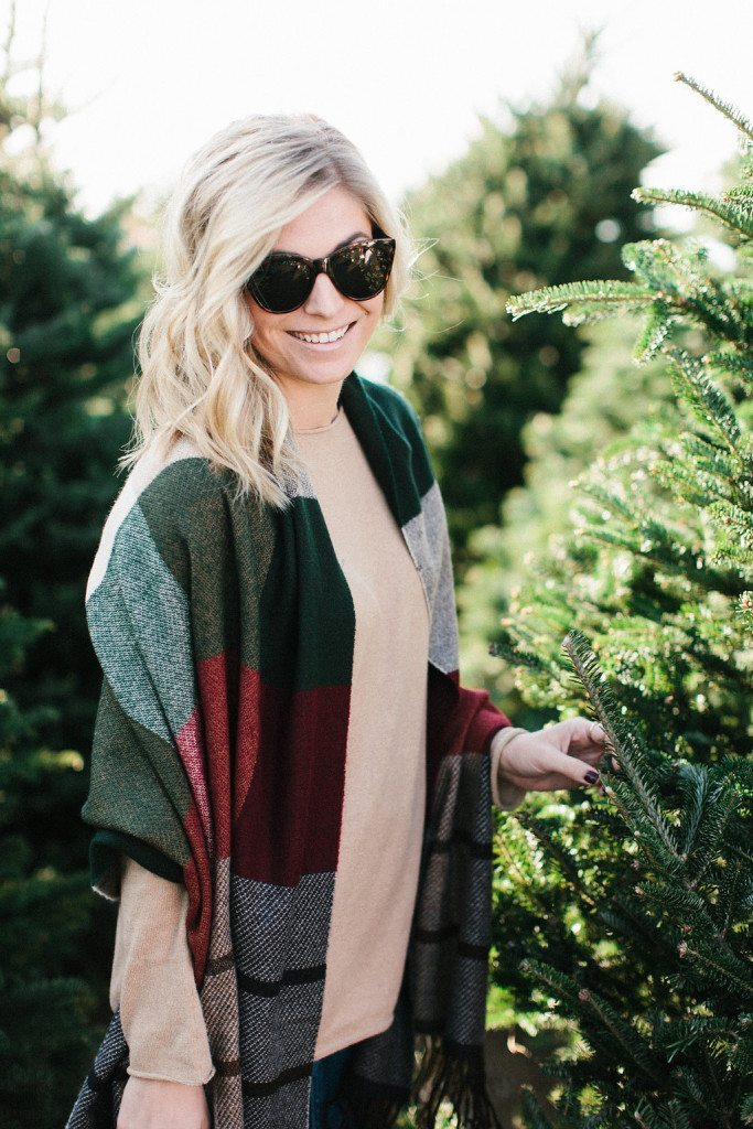 christmas outfit inspiration-christmas tree farm outfit-plaid tassel scarf