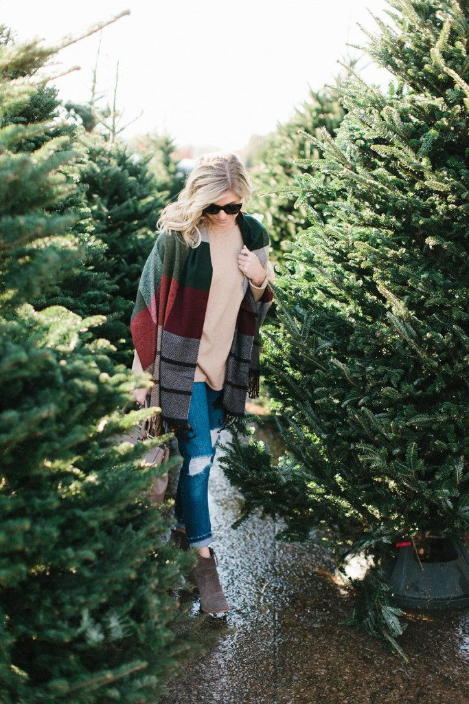 multicolor plaid scarf-winter holiday outfit-casual outfit with plaid scarf