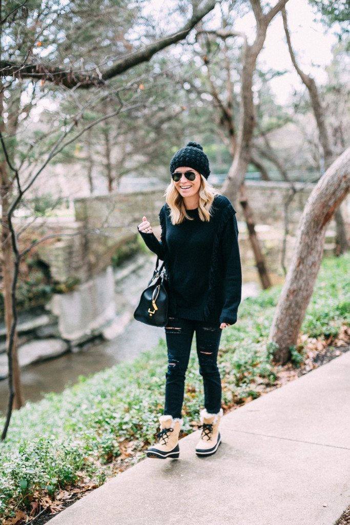 black fringe sweater with ripped skinny jeans-short sorel boots-dallas fashion blogger