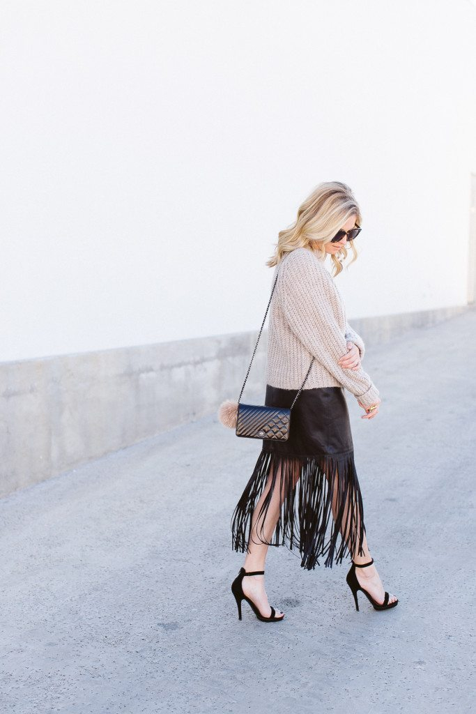 nyfw outfit inspiration-black fringe skirt-oversized sweater-dallas fashion blogger