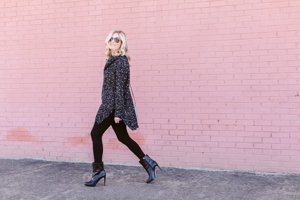 black white oversized sweater-all black outfit-winter outfit idea-oversized sweater outfit-dallas fashion blogger