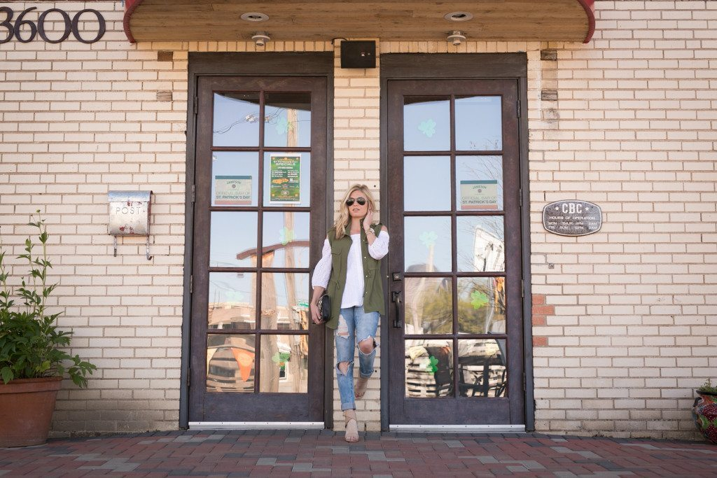 st pattys day outfit inspiration-army green vest-dallas fashion blog-ripped skinny jeans