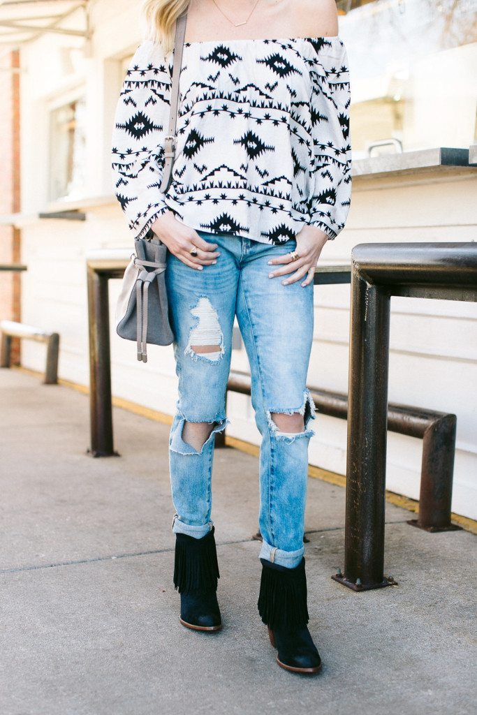 black fringe booties-destroyed skinny jeans-sxsw outfit