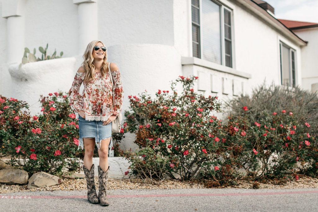 three ways to wear cowboy boots, cowboy boots outfit idea, ripped denim skirt, frayed hem jean skirt, dallas style blog, houston rodeo