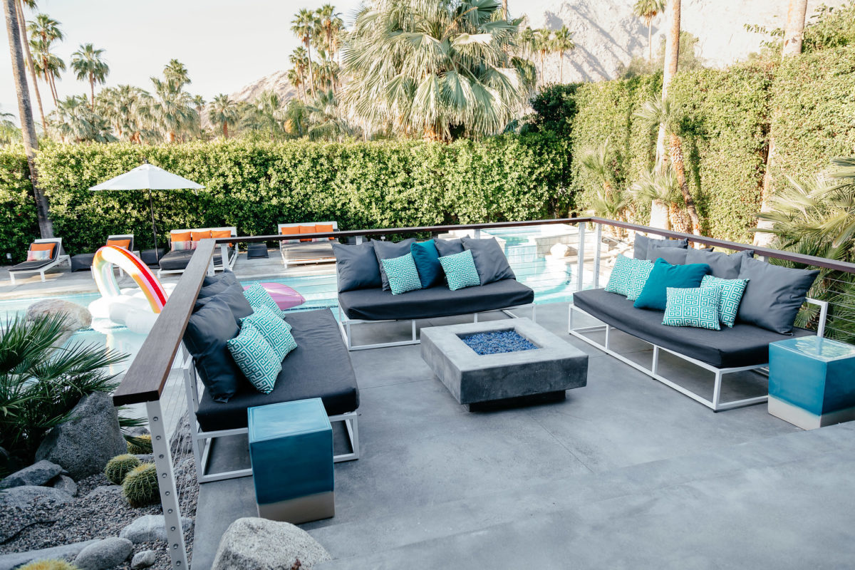 HomeAway Palm Springs lounge by the pool