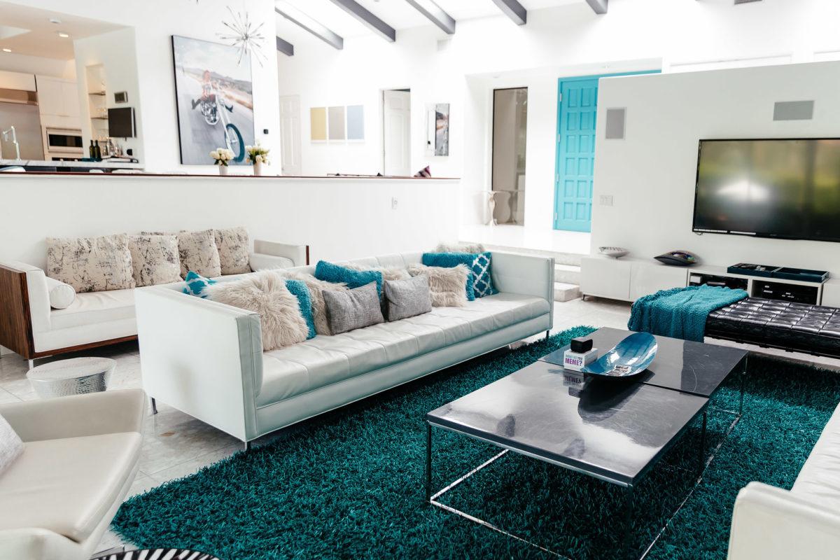 HomeAway house living room