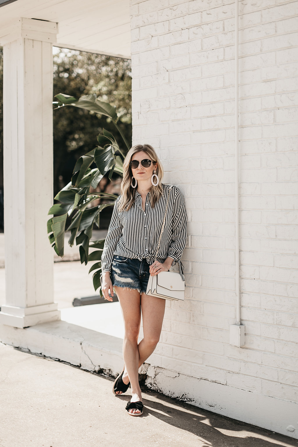 Dallas fashion blogger wearing summer slides and accessories