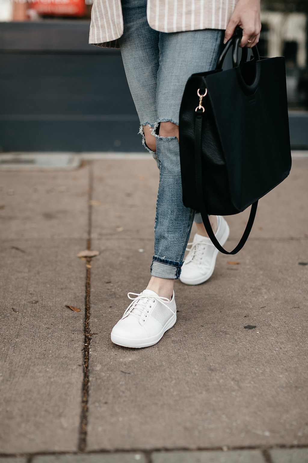 Dallas blogger wearing white FitFlop shoes