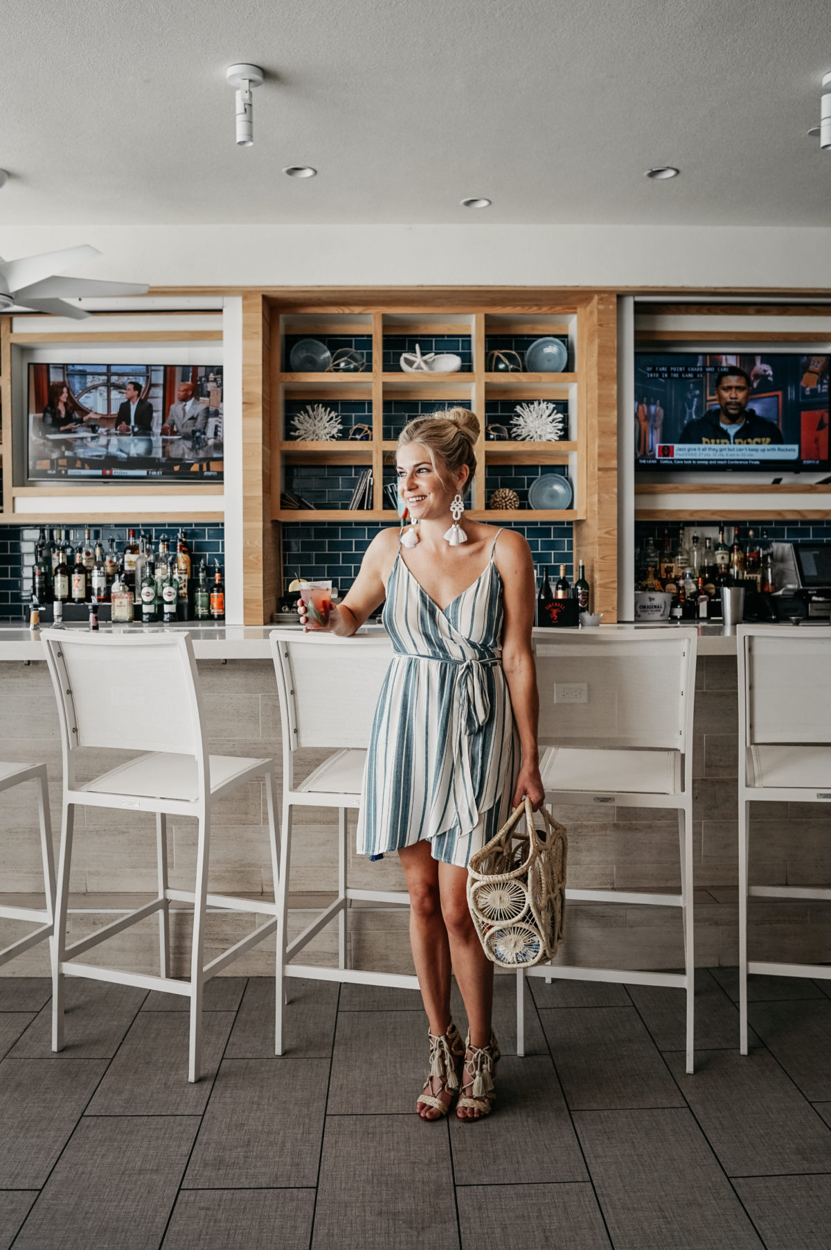 beach vacation cocktail bar attire