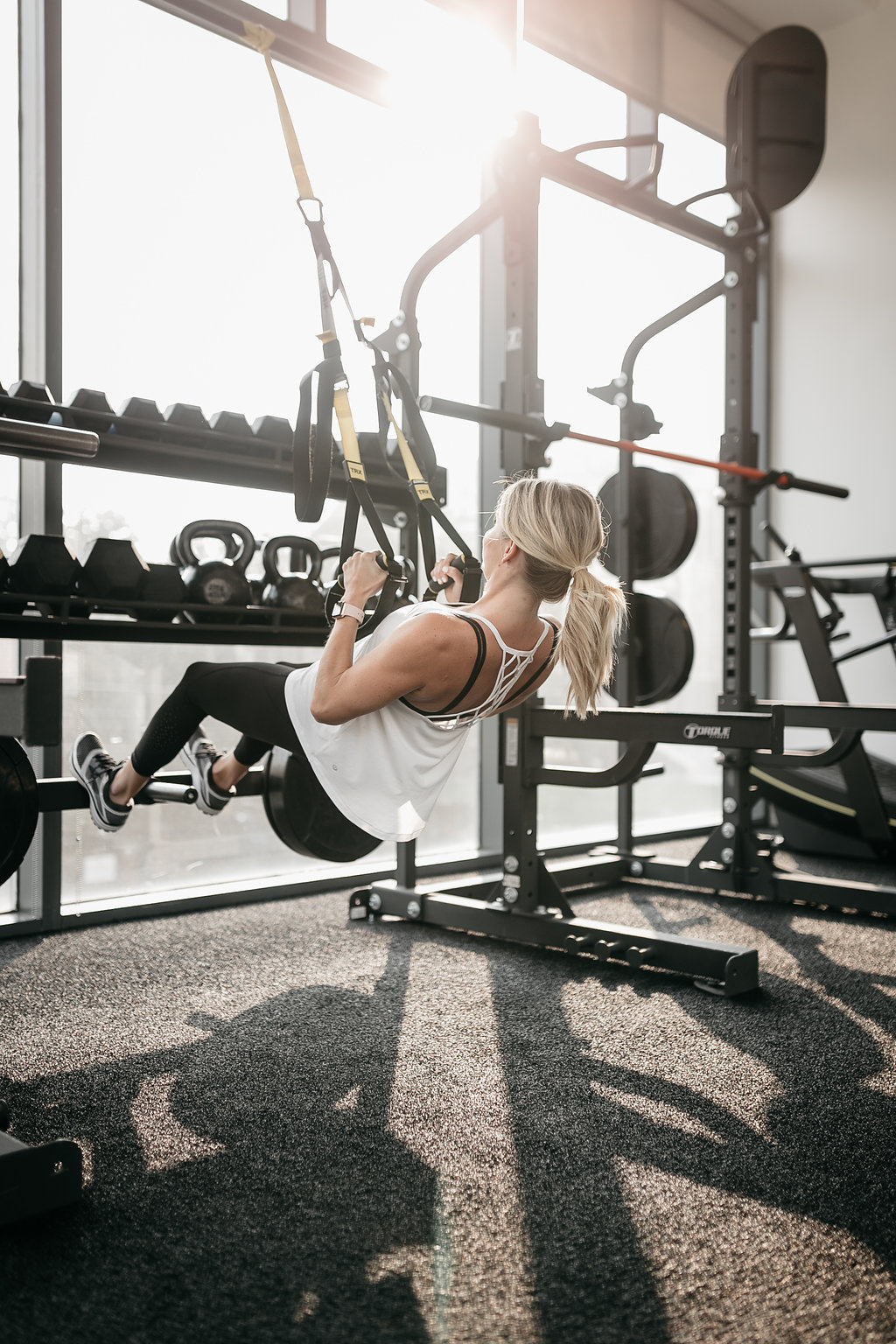 woman doing ELEVATED TRX PULL UP in the gym