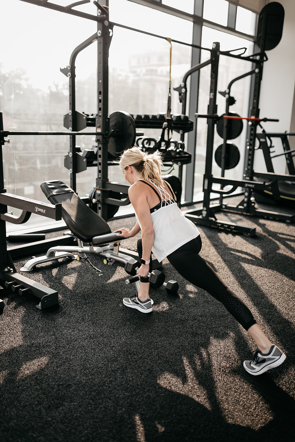 woman in the gym doing SINGLE ARM SUPPORTED DUMBBELL ROW