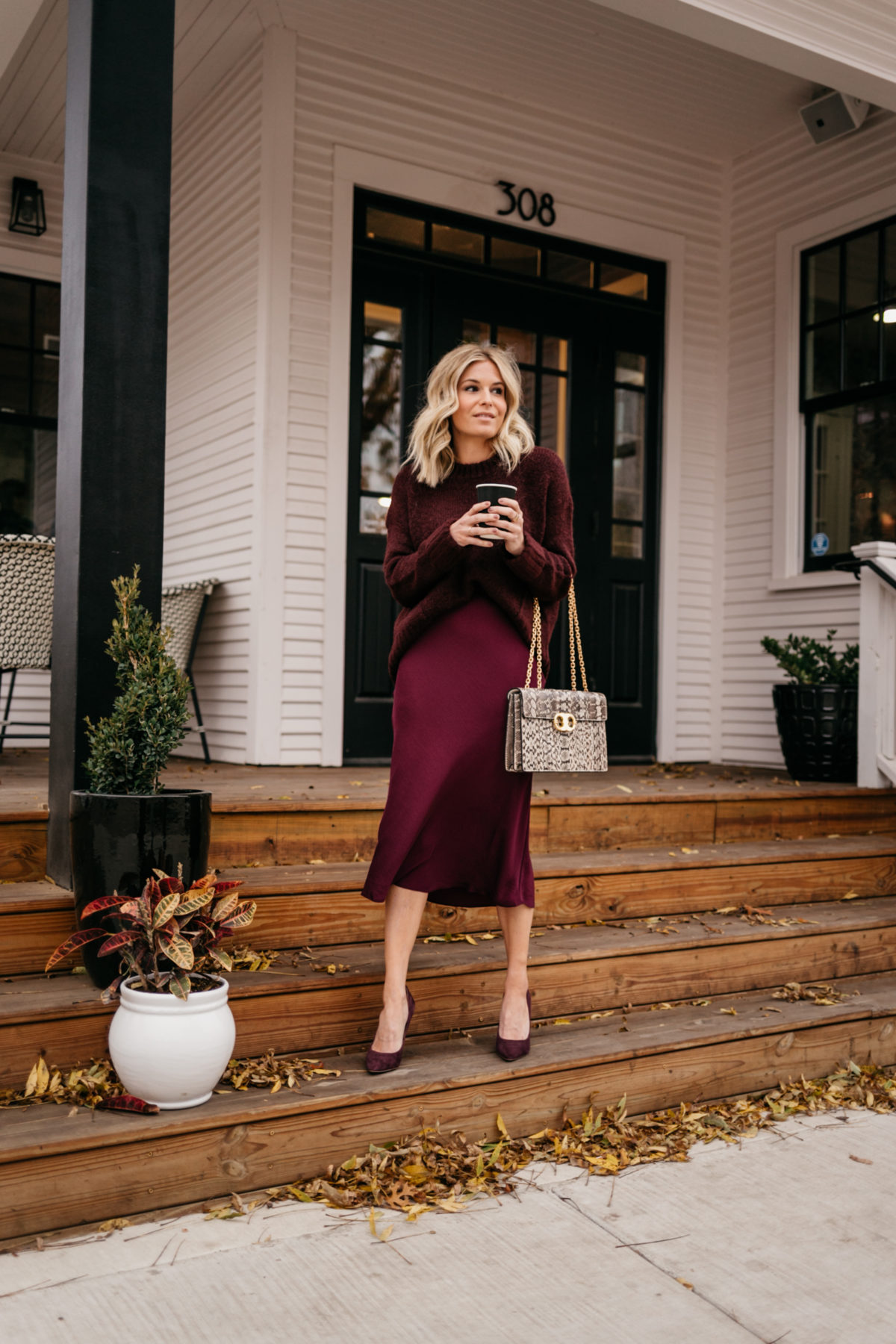 MONOCHROMATIC WORK OUTFITS