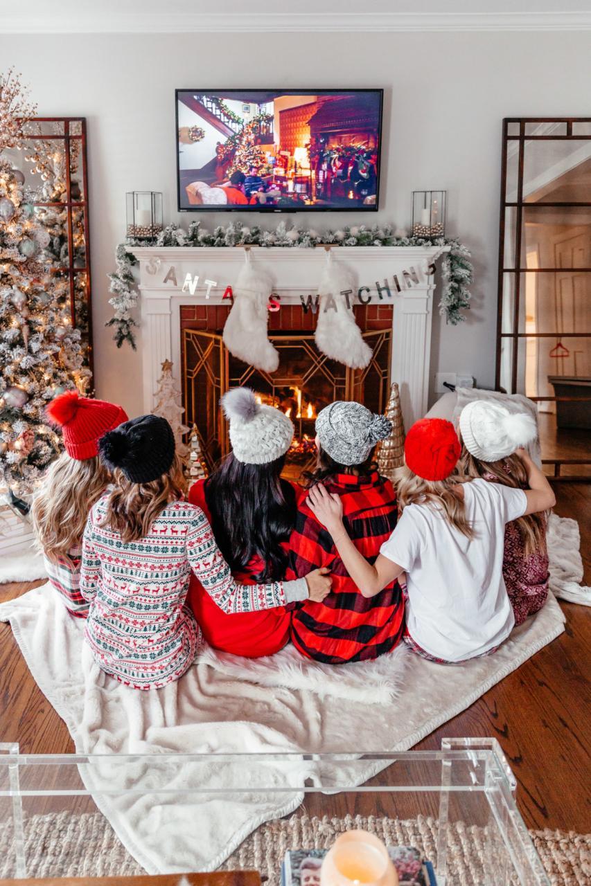 Christmas Pajama Party | Girls Night Holiday Pajama Party Ideas